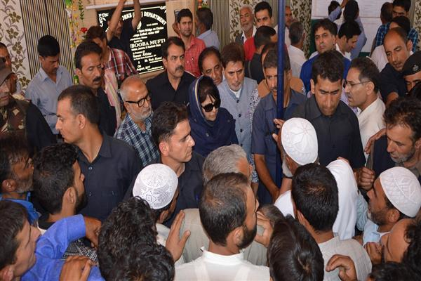 Scores of people, deputations meet CM during her Kulgam visit