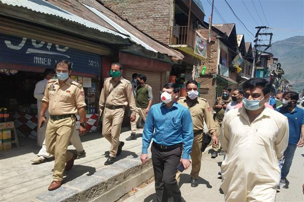 DC Bandipora takes stock of implementation of Covid-19 advisories