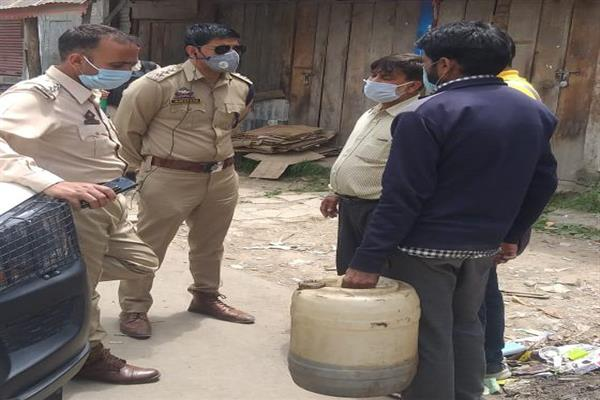 Police conducts market checking at DH Pora Kulgam