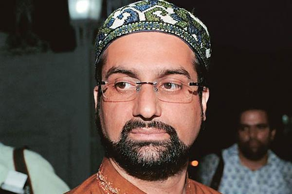 Mirwaiz expresses regret over govt's failure in providing relief to flood victims