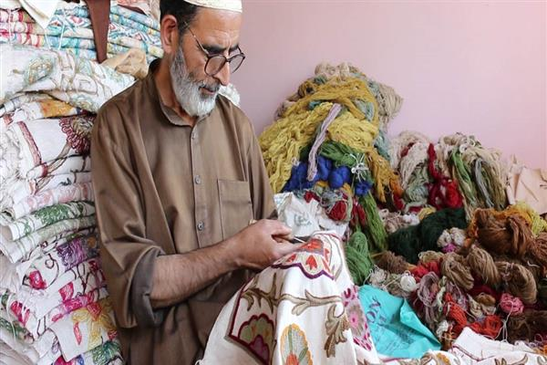 Now Kashmiri Artisans Can Sell Handicrafts Online As Govt