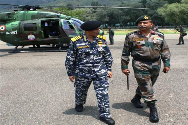 Naval chief visits Kashmir valley