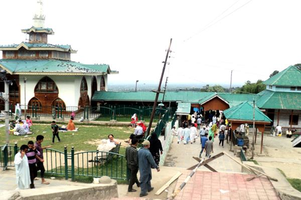 Despite three crore annual earnings, Babareshi shrine lacks basic facilities