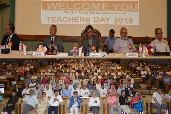 Teachers are beacon of hope for society: Advisor Ganai
