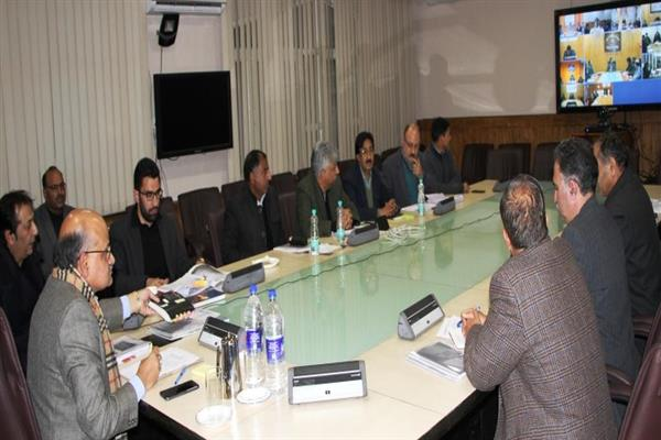 CS reviews winter management, power scenario in Kashmir