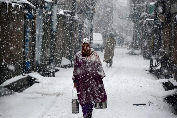 MeT predicts light snowfall in higher reaches, improvement in weather in plains on Wed