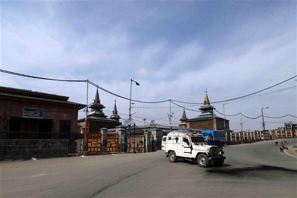 Kashmir shuts against mass arrests, restrictions imposed in Srinagar areas
