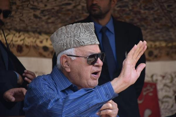 Why wasn't Mirwaiz quizzed in Srinagar, asks Dr. Farooq