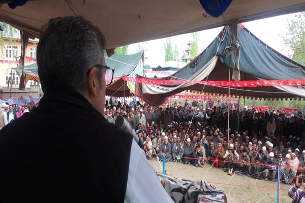 Banning civilian traffic on national highway has put people to unnecessary duress: Omar Abdullah