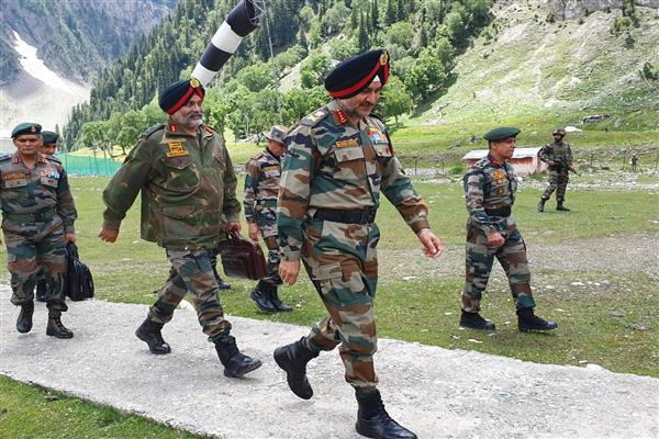 Northern army commander reviews Amarnath Yatra security