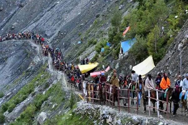 Top police officials monitor arrival of first batch of Amarnath yatris