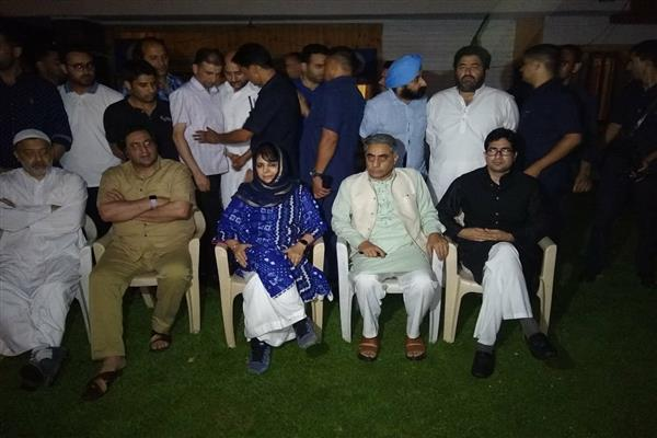 Mehbooba Mufti led delegation holds late evening meet with Guv