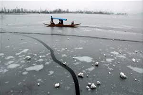 Cold intensifies further; Srinagar records season's coldest night