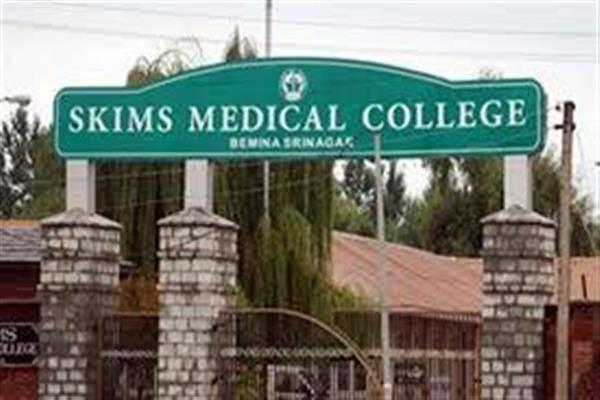 26 infected SKIMS staff members undergoing treatment, situation inside hospital grim, junior doctors, paramedics scared