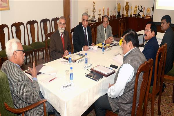 Guv chairs committee of board meeting