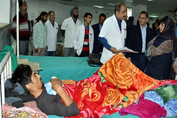 Mehbooba conducts surprise visit of SMGS Hospital