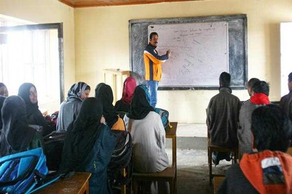 Coaching Centers defy govt. directions in Srinagar, fleece Students
