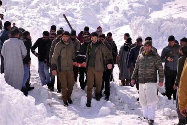 Tunnel Snow storm: 7 Bodies recovered, 3 rescued: DC Anantnag