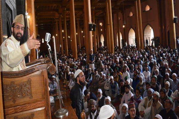 Poll boycott a clear message to GoI, resistance leadership ready for dialogue: Mirwaiz