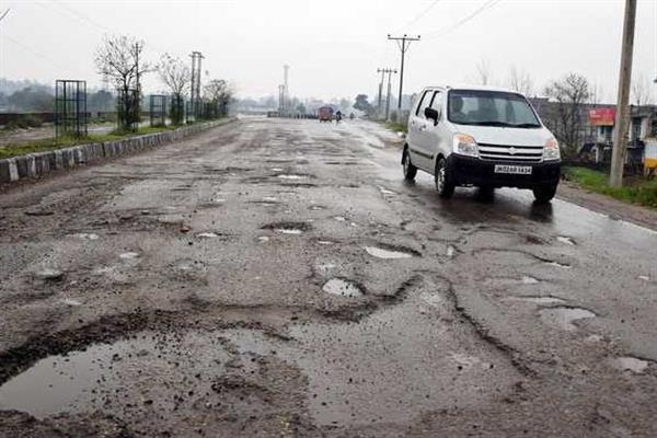 Roads dotted with risky potholes in Sgr city, no concern for Govt