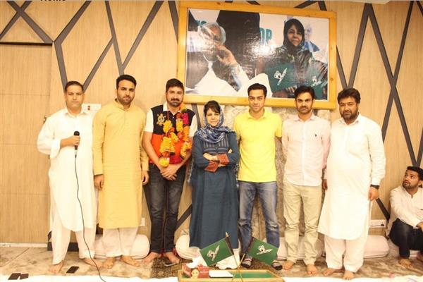 Youth holds the baton to change political destiny of state: Mehbooba