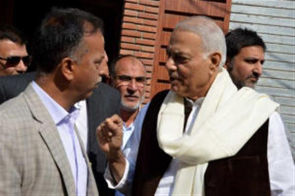 Yashwant Sinha led group arrives in Kashmir