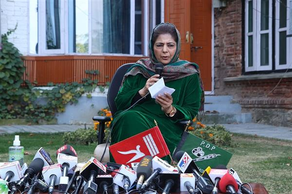 Till Article 370 is not restored, no shoulder in J&K will carry tri-color: Mehbooba Mufti