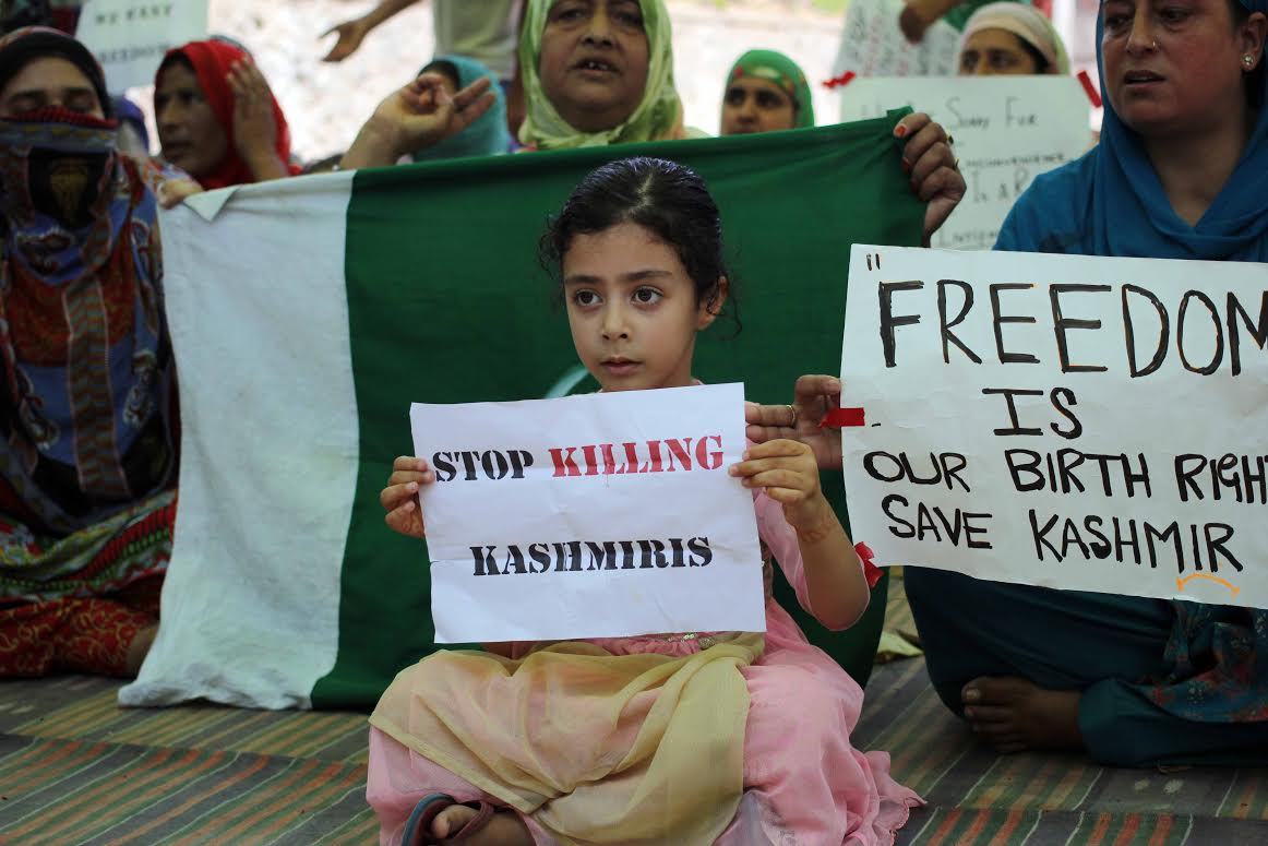 Sit-in held at Batamaloo against Kashmir killings. (Pic by Umer Asif/KNS)