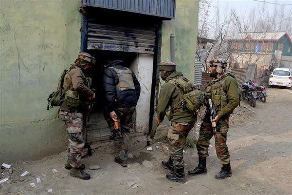 'Masked gunmen' loot Rs 13.38 lakh from a bank in Pulwama