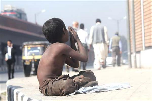 Authorities ban beggars in Srinagar, Budgam