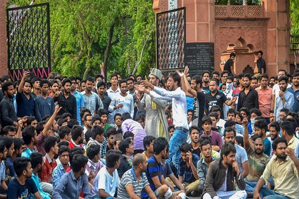 AMU students seek JK Guv's intervention for withdrawal of cases against 2 Kashmiri students