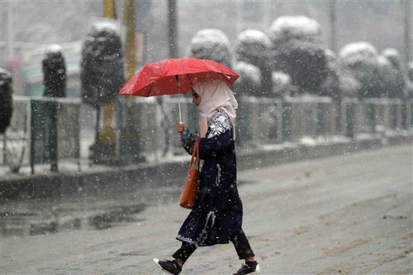 Weatherman predicts light rains in plains, snow in higher reaches