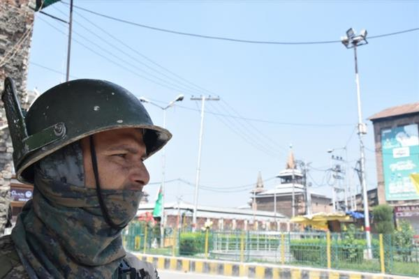 Authorities foil Eidgah 'chalo', Valley shuts to commemorate anniversaries of Mirwaiz Farooq, Gani Lone
