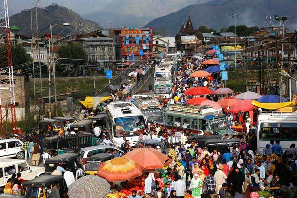 Gridlock returns to Srinagar ahead of Eid
