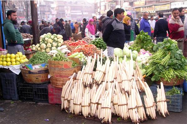 Amid curfew, shutdown, Srinagar inhabitants face acute shortage of essential commodities
