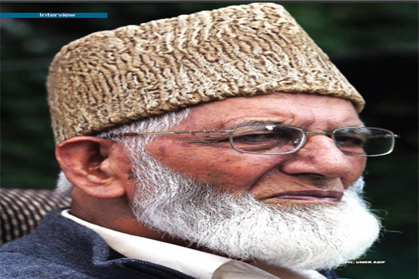 Words fall short to express grief over Pak plane crash: Geelani