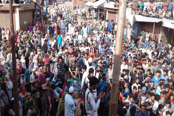 Violent clashes breakout in Handwara against Shahid's killing