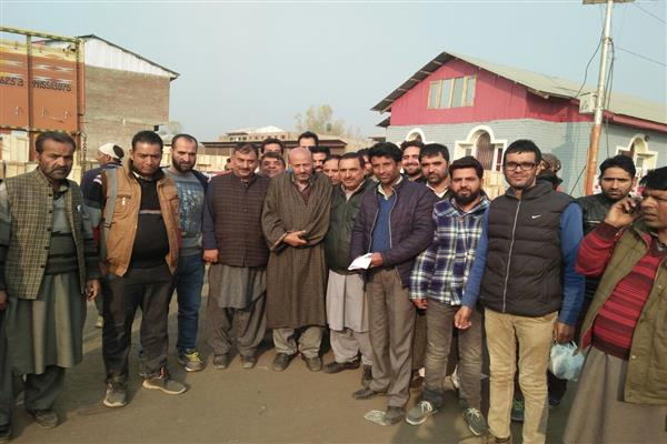 Er Rasheed holds deliberations at Fruit Mandi Sopore