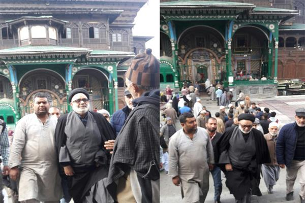 Aga Hassan visits Khankah Moula shrine