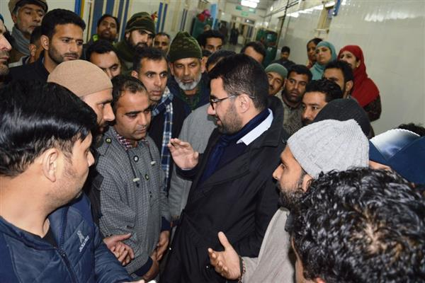 DC Srinagar visits injured fireman at SMHS