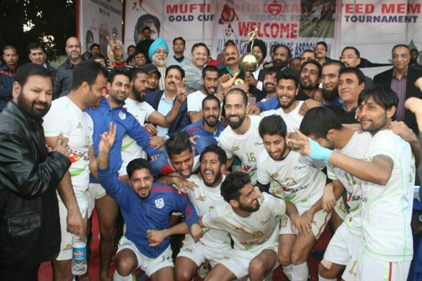 J&K Bank football team lifts 11th Christmas Gold Cup
