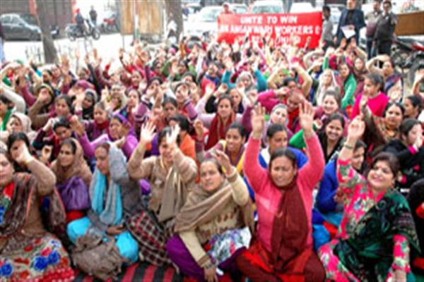 Anganwadi workers, ICDS helpers protest in Srinagar