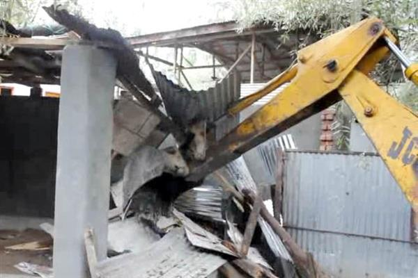 SMC demolishes several illegal structures in City areas