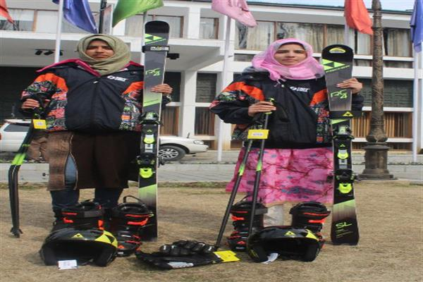 Two Valley girls to represent India in Asian Ski championship in Iran