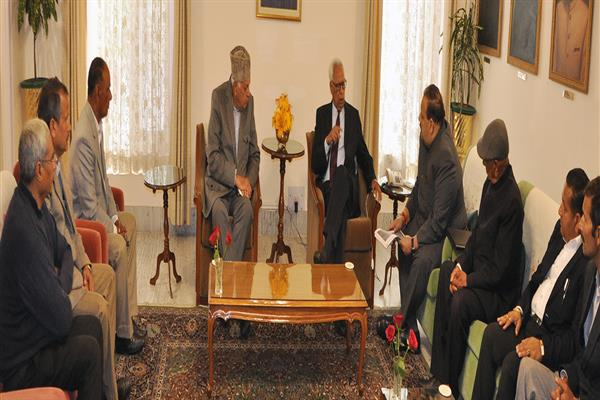 Farooq meets Governor; discusses challenges to J&K;