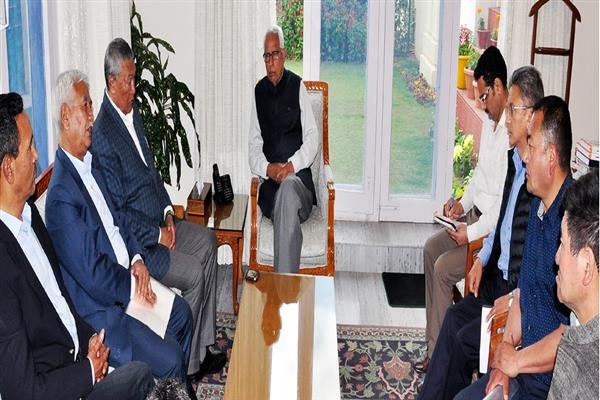 Delegation led by Chering Dorjay meets Governor