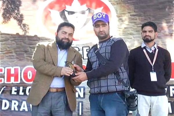 Management of solace international school confers prestigious award on Pulwama Journo Aijaz Rasheed
