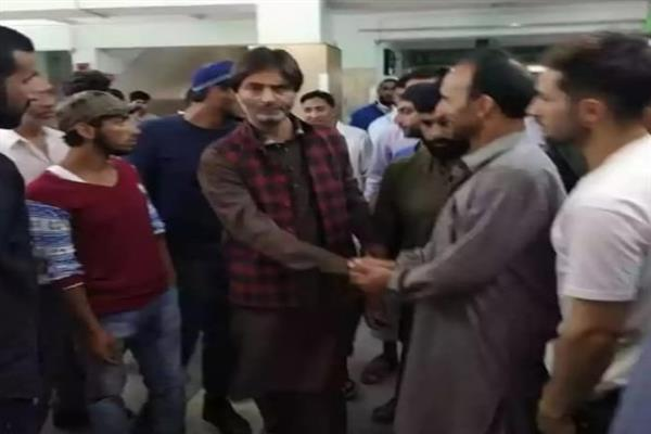 Malik visits SKIMS, 'Enquired about the health condition of injured Soura youth'