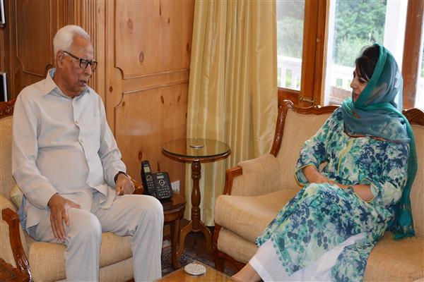 Mehbooba meets Governor