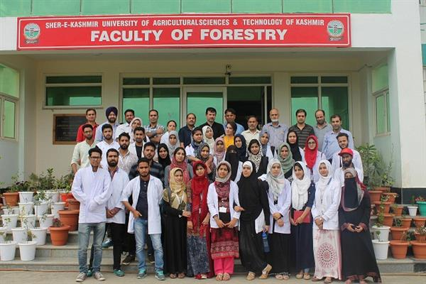BUMS students of Kashmir Tibbia College visit Benhama herbal garden during one day tour
